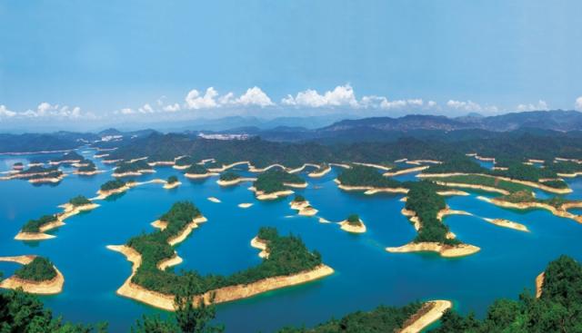 ozero-tysyachi-ostrovov-1