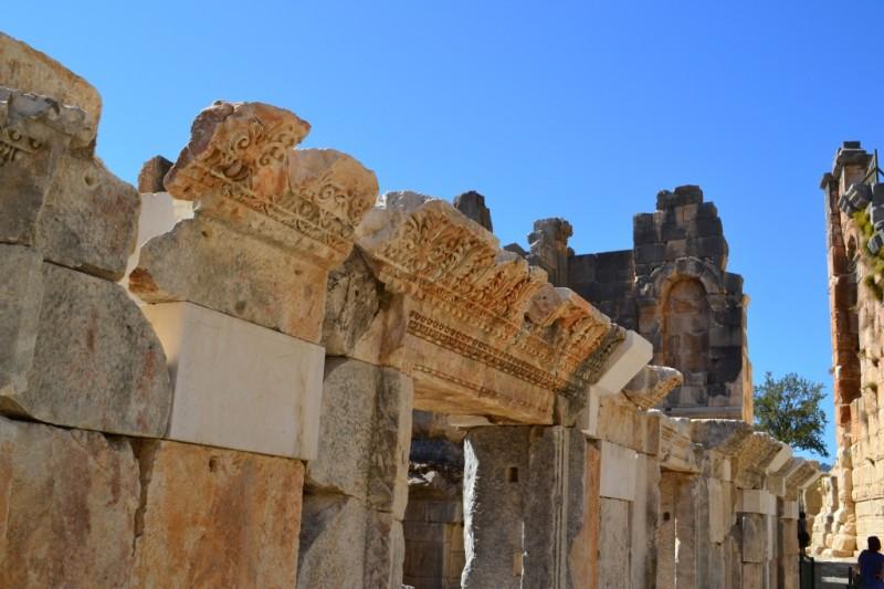 Резьба на колоннах амфитеатра Миры