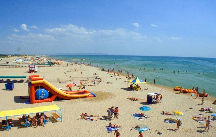 Песчанный пляж в Сочи